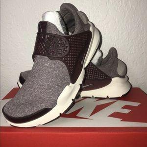 New Nike Woman's Sock Dart Shoes